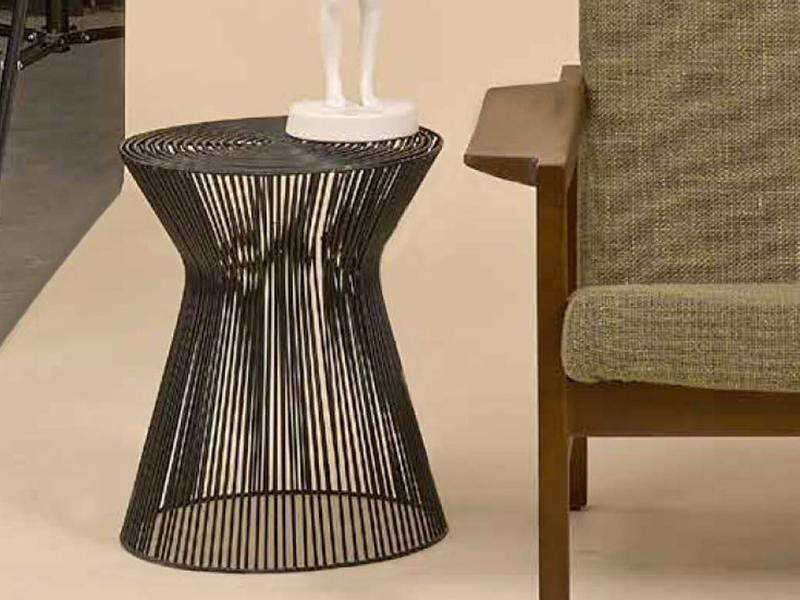 wire curve stool black la qualite. Black Bedroom Furniture Sets. Home Design Ideas